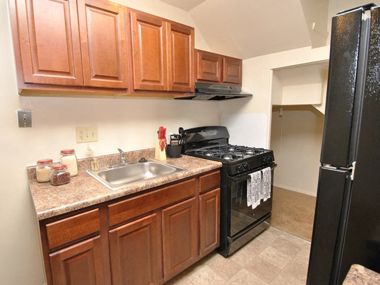 Fully equipped kitchen at Northwood Ridge Apartments and Townhomes, Baltimore, MD, 21239