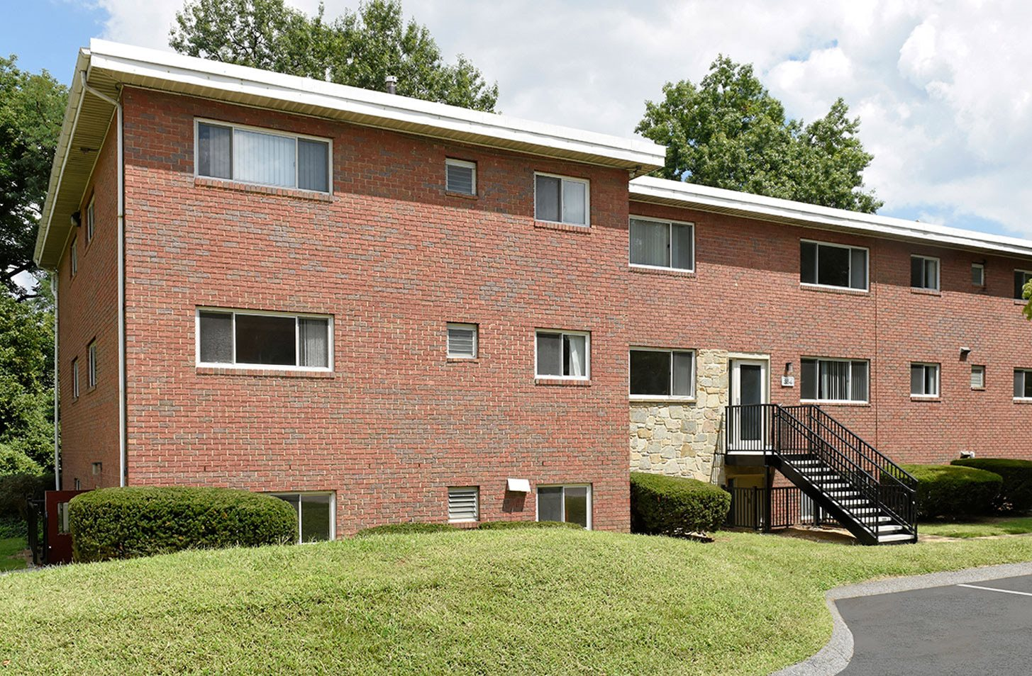 Apartments in Rogers Forge/Armagh, Towson | Stevenson Lane Apartments