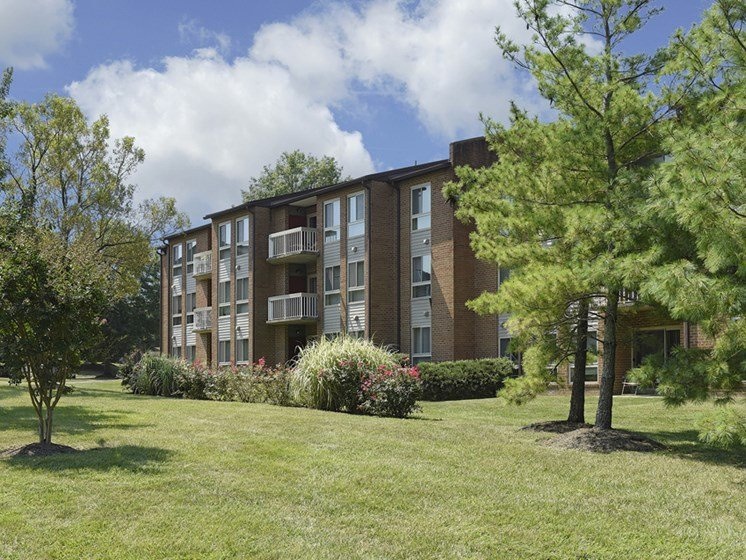 Building with Lawn at Westwinds Apartments, Annapolis, MD, 21403