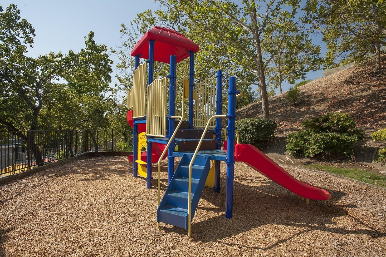 Fairfield Apartments-Waterscape Apartments Playground