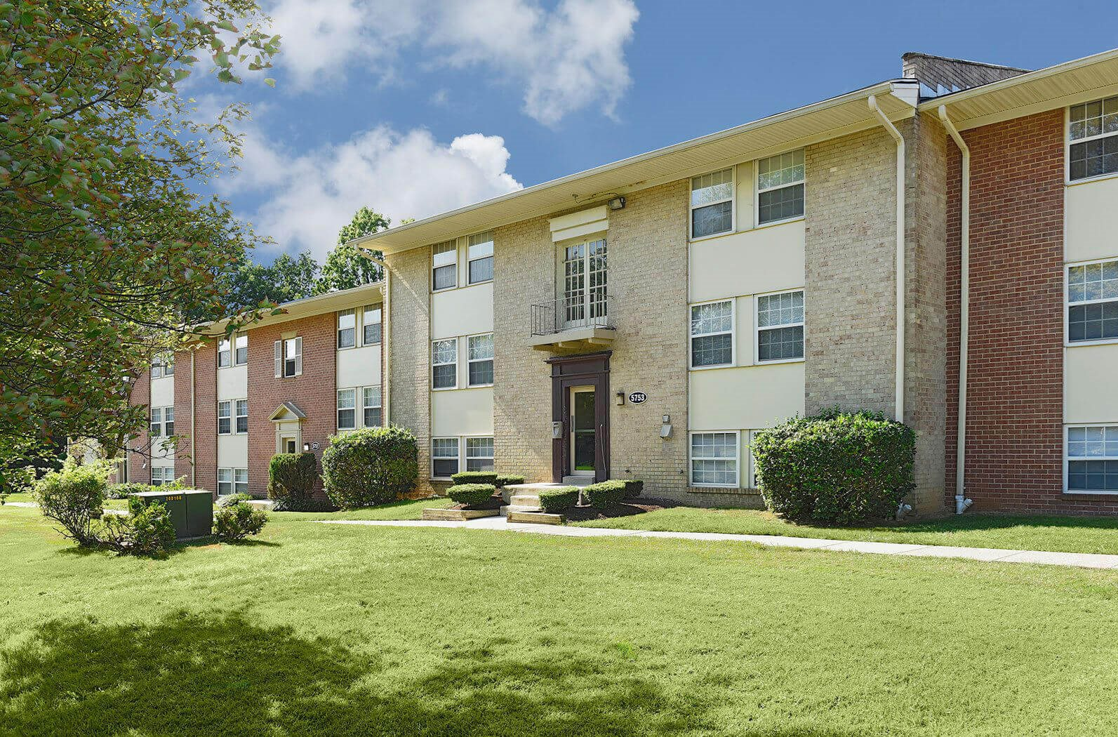 Beautifully Landscaped Grounds at Kenilworth at Hazelwood & Windridge Apartments, Baltimore, MD, 21206