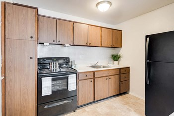 5738 Cedonia Avenue 3 Beds Apartment for Rent Photo Gallery 1