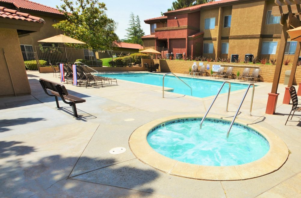 The Arches at Regional Center West Lifestyle - Hot Tub & Pool