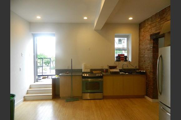 Apt 1 kitchen