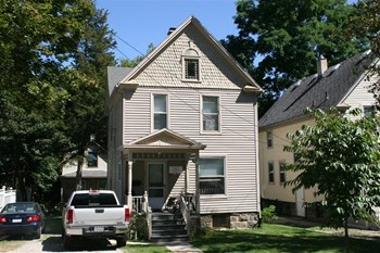 337 Third 4 Beds House for Rent Photo Gallery 1