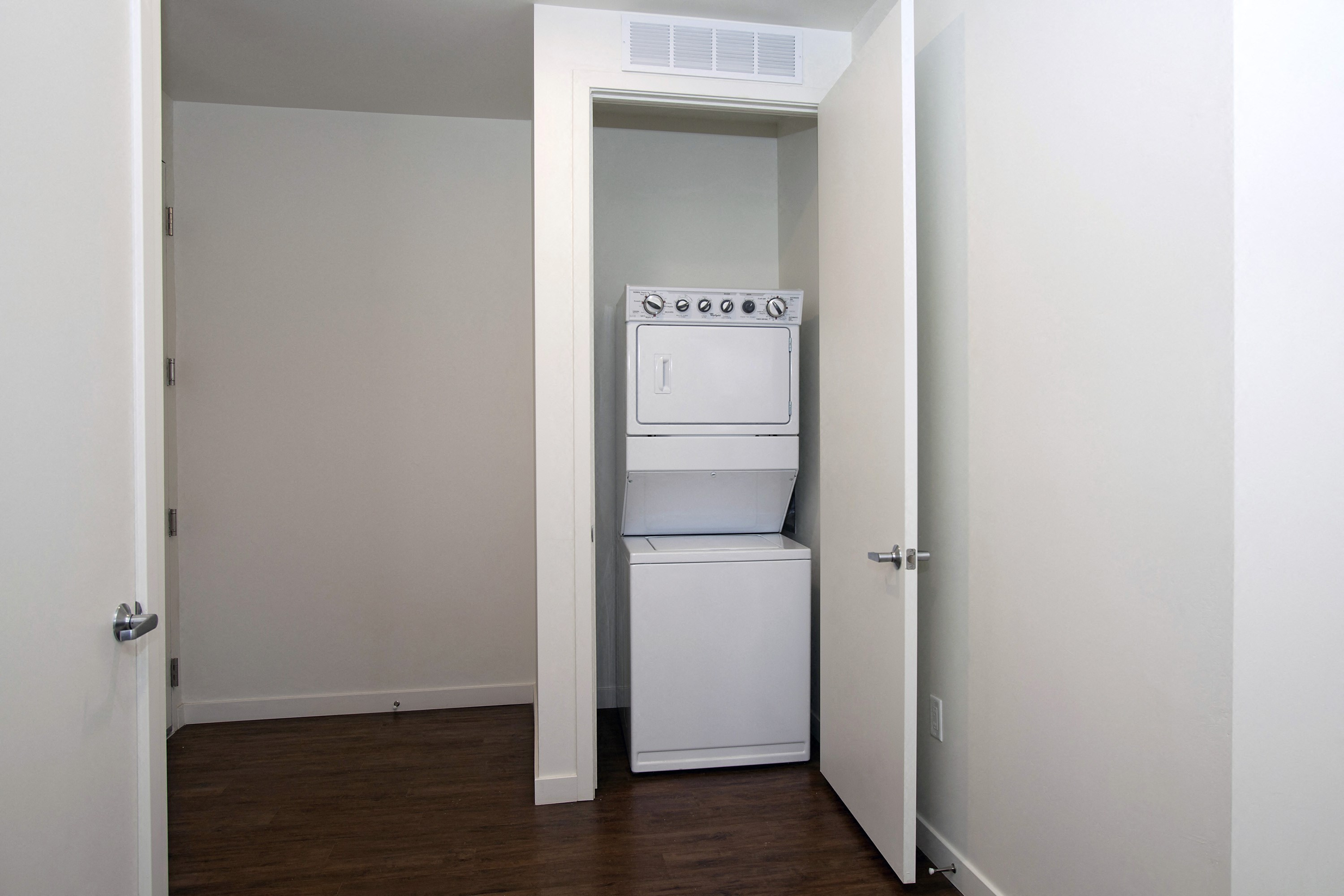 Park Square at Seven Oaks Unit Type B - Two Bedroom Laundry Bakersfield CA Apartments