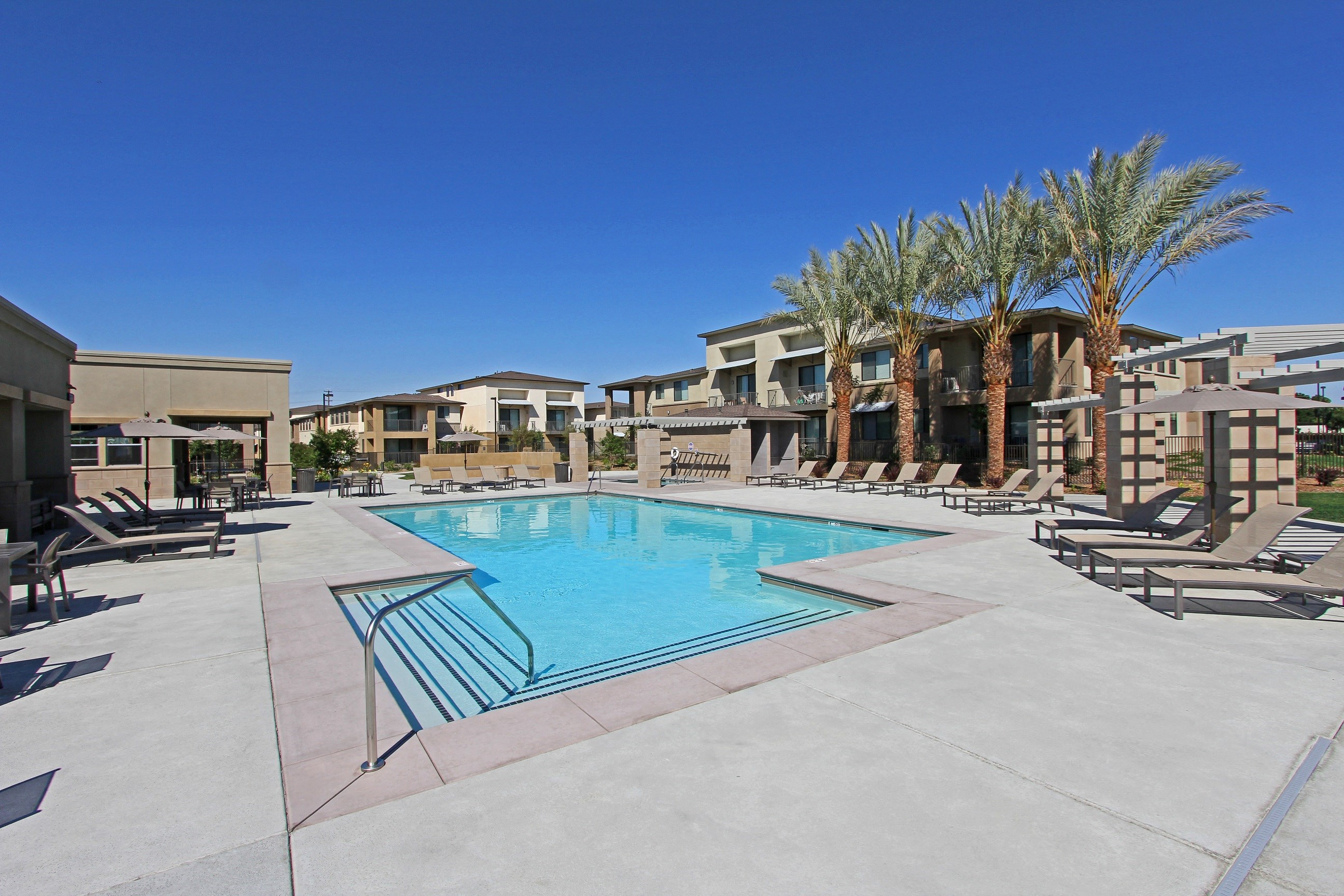 Park Square at Seven Oaks Pool Area Luxury Apartments Bakersfield