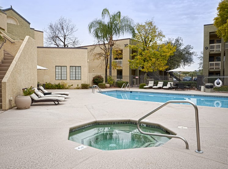Hot tub of Pavilions at Pantano in Tucson, AZ, For Rent. Now leasing 1, 2 and 3 bedroom apartments.
