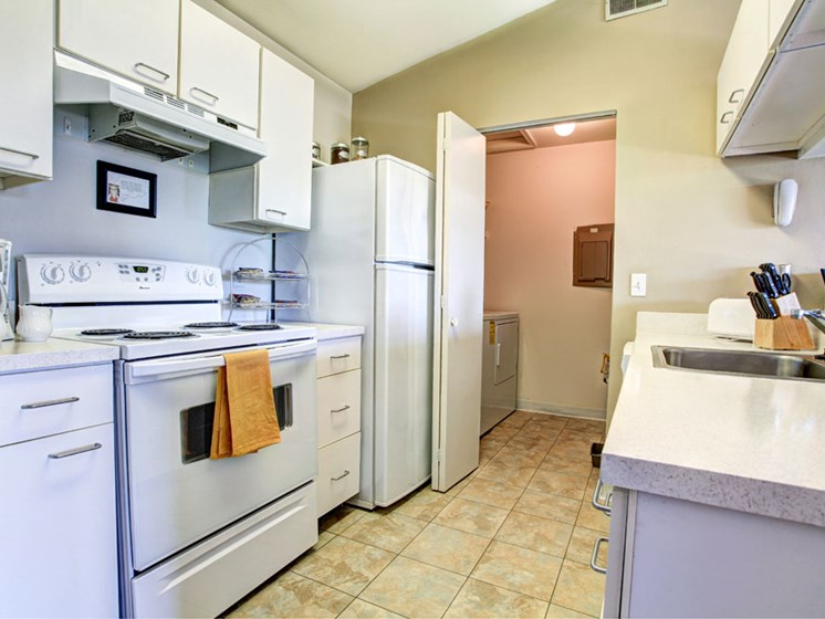 Large Kitchens With In Apartment Laundry At Drakes Pond Apartments, Kalamazoo, MI