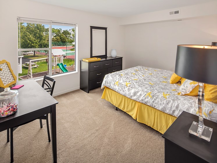Large One And Two Bedrooms At Drakes Pond Apartments in Kalamazoo, MI