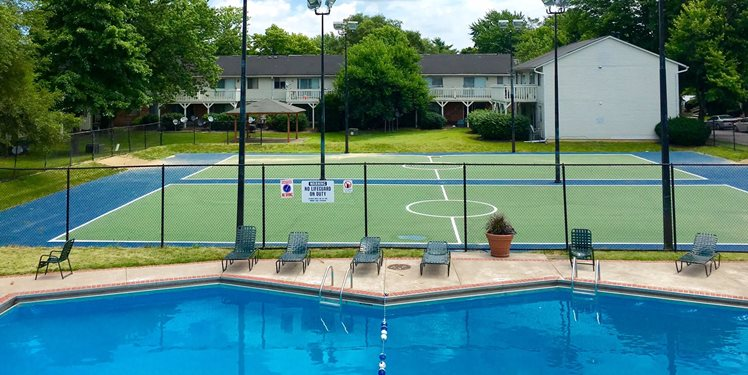 Apartments_with_tennis_courts