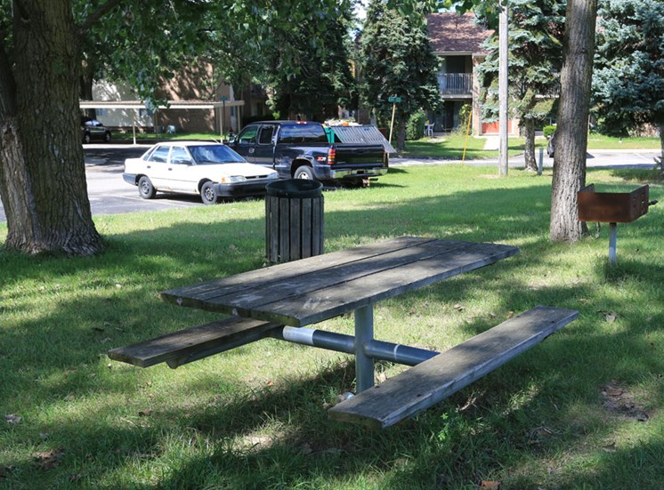 Picnic Area; Kings Gate in Sterling Heights, MI