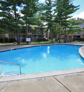 Outdoor Pool at Kings Gate Apartments in Sterling Heights