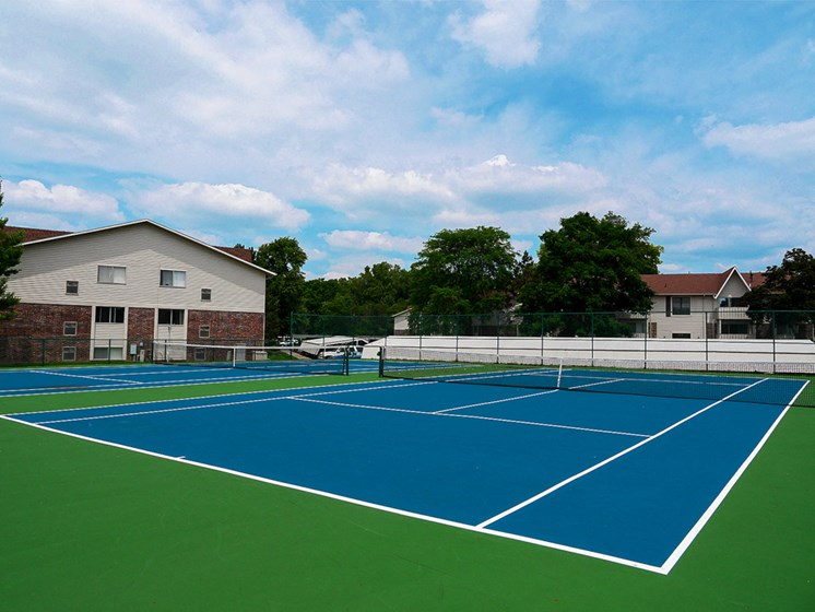 Tennis Courts At Castle Pointe Apartments, East Lansing, MI