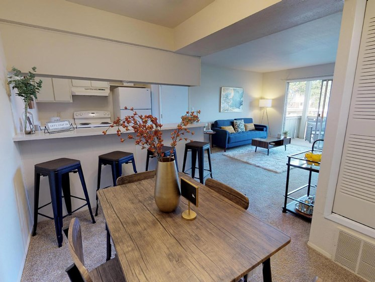 Great Dining Area at Castle Pointe Apartments in East Lansing, MI