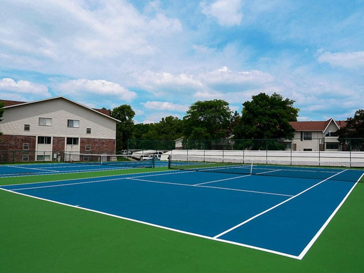 Apartments in East Lansing Tennis