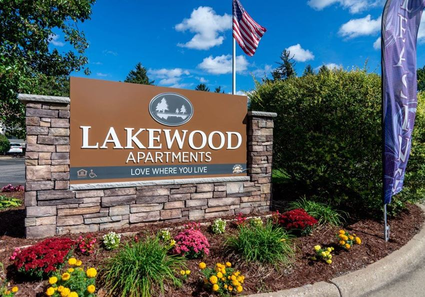 Welcome sign for Lakewood Apartments