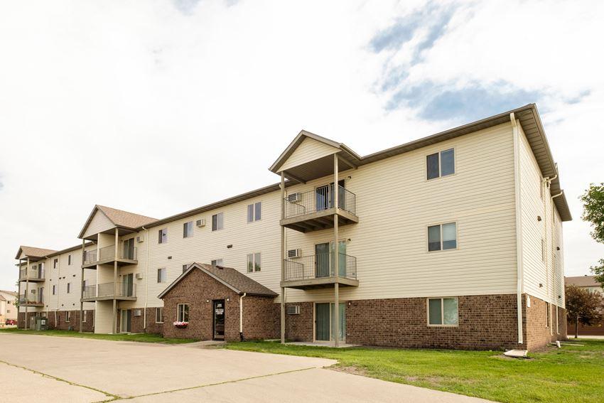 Danbury Apartments   Fargo, ND
