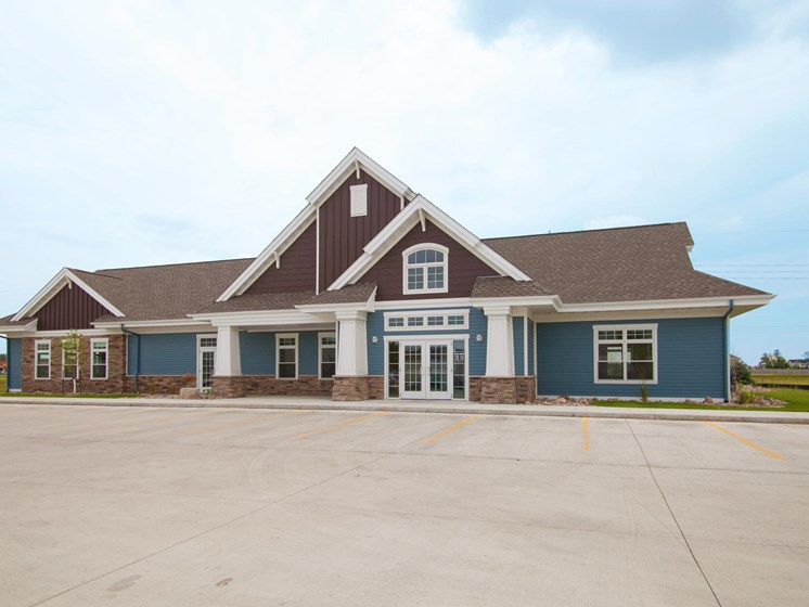 Lake Crest Apartments - Clubhouse