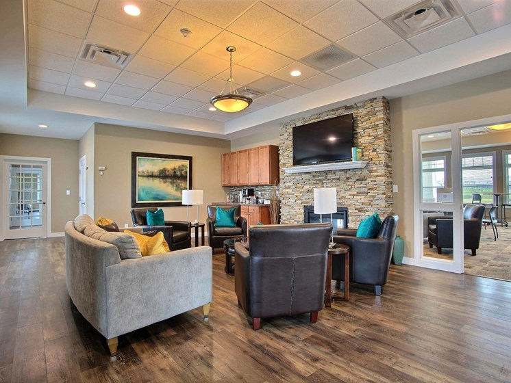 Lake Crest Apartments - Clubhouse-Lounge