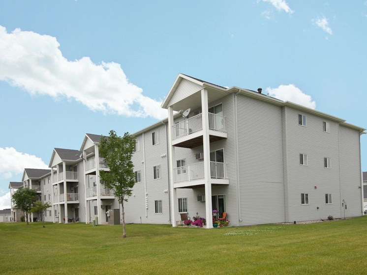 Lake Crest Apartments - West Fargo, ND