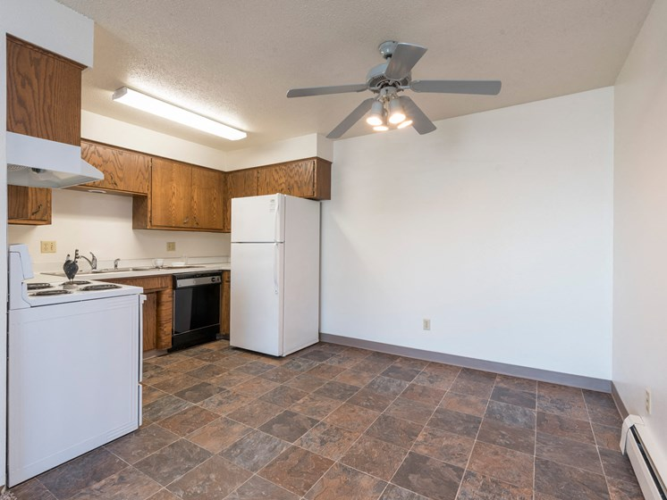 Brentwood II Apartments | 2 Bdrm- Dining-Kitchen