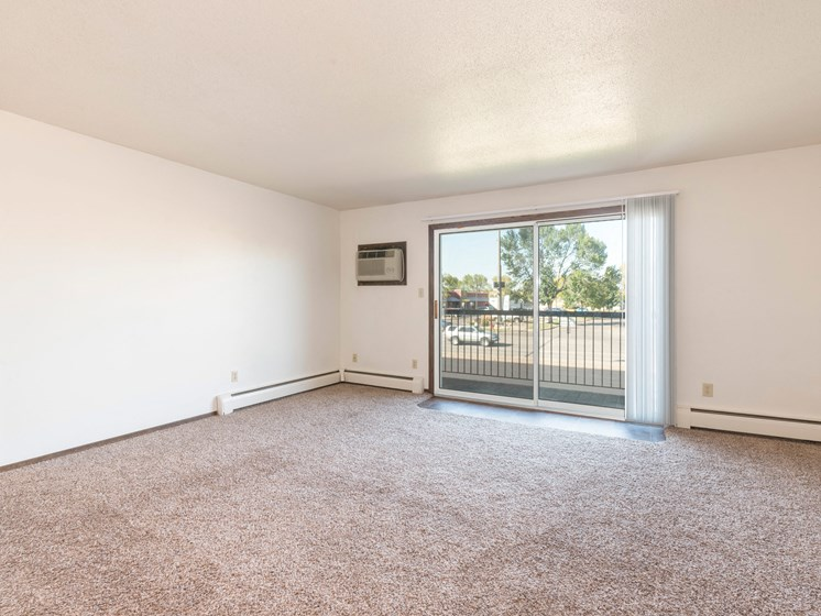 Brentwood II Apartments | 2 Bdrm- Living Room