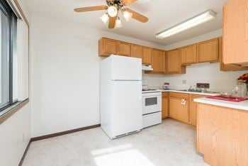 505 W Indiana Ave 2 Beds Apartment for Rent Photo Gallery 1