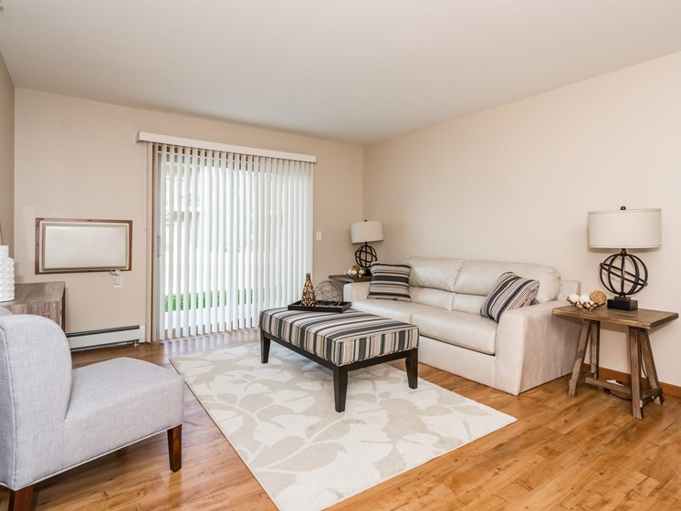 Sterling Pointe Apartments | Living Room