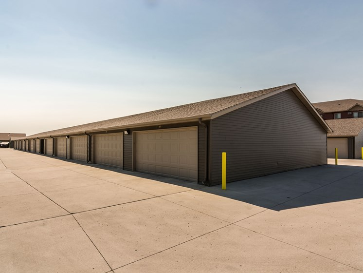 Sterling Pointe Apartments | Garages