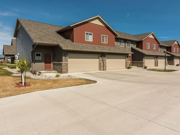 Sterling Pointe Townhomes | Grand Forks, ND