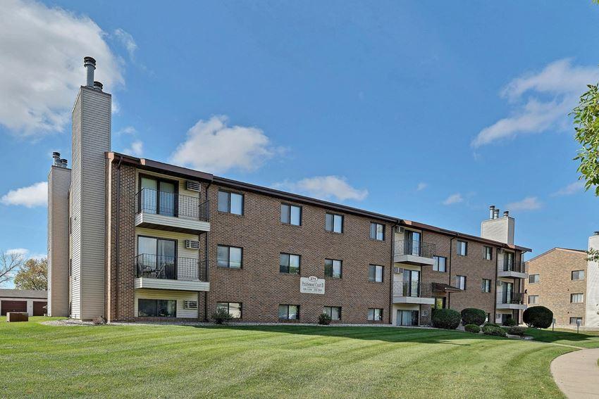 Prairiewood Courts Apartments | Fargo, ND