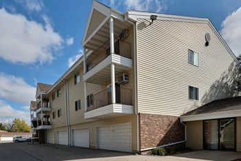 137 Prairiewood Dr S Studio-3 Beds Apartment for Rent Photo Gallery 1