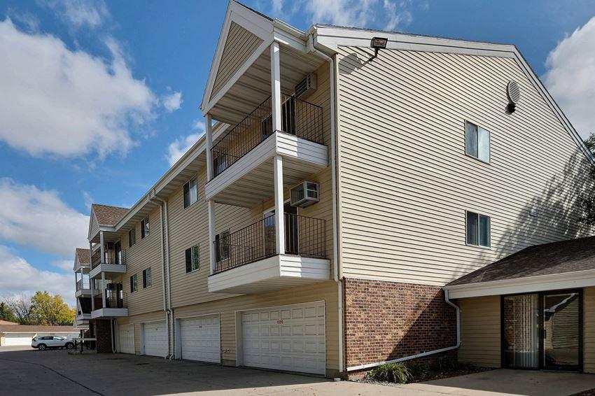 Prairiewood Meadows Apartments | Fargo, ND