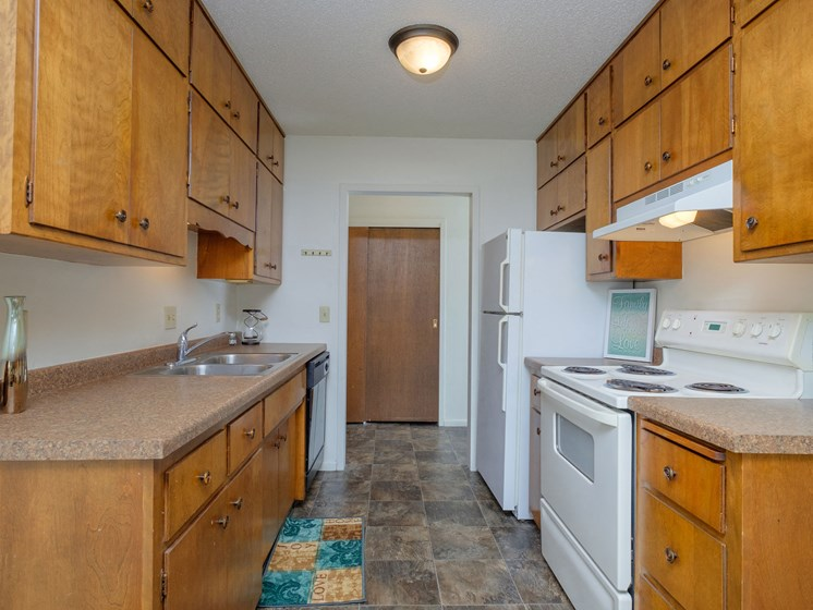 Country Club Apartments | 2 Bedroom Plan A | Kitchen