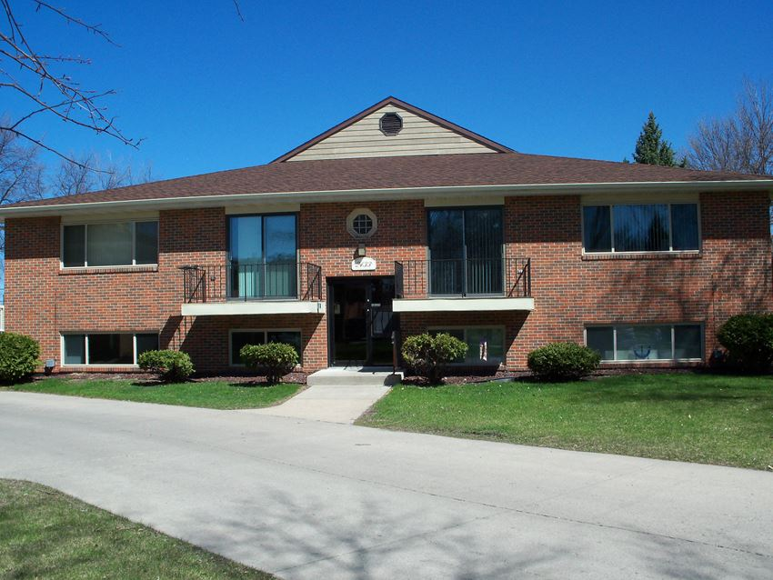Country Club Apartments | Fargo, ND