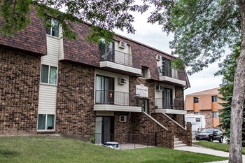 444 E Brandon 3 Beds Apartment for Rent Photo Gallery 1