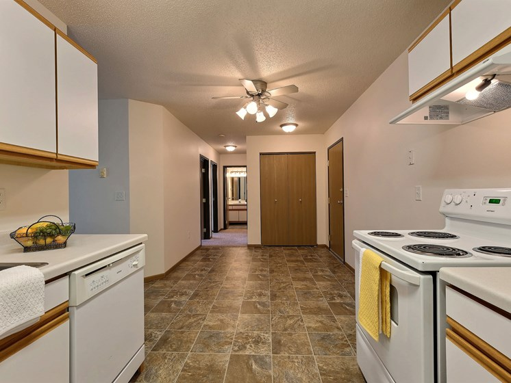 Eagle Run Apartments | 2 Bedroom Plan A | Kitchen | Dining