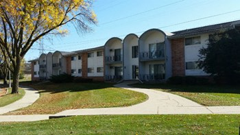 9800-9875 Menomonee Park Court 2-3 Beds Apartment for Rent Photo Gallery 1