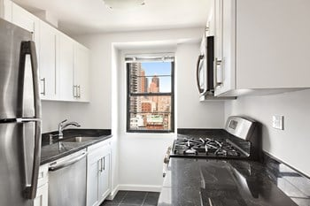 320 East 58th Street 1 Bed Apartment for Rent Photo Gallery 1
