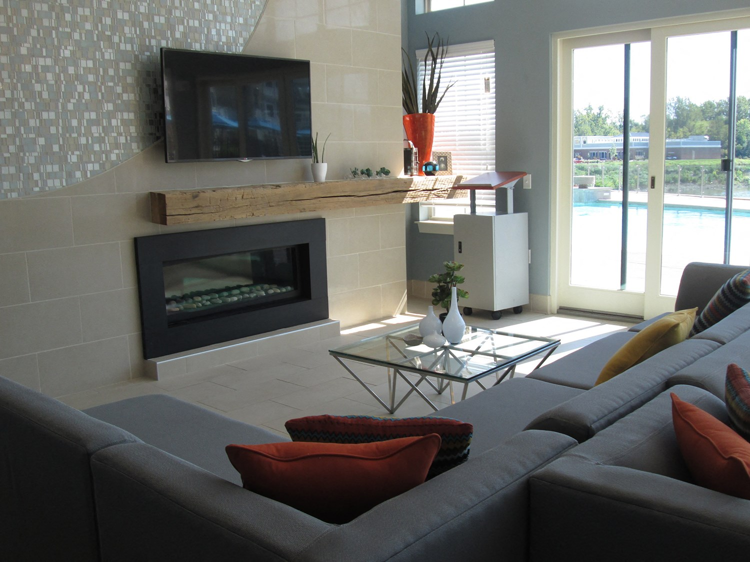 Resident Lounge at Solana at the Crossing Apartments in Indianapolis, IN