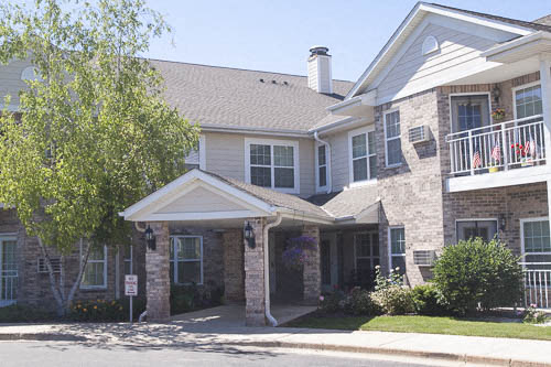 Mequon Court Apartments Photo Gallery 1