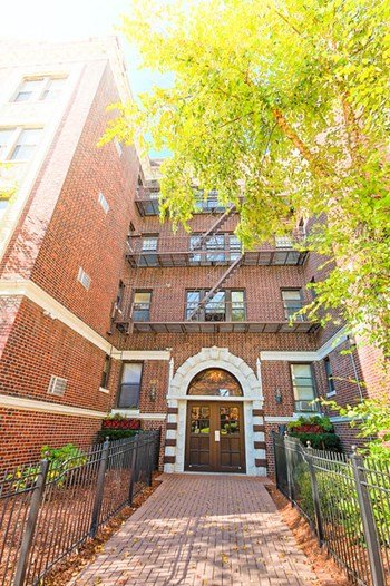 651-661 Lincoln Avenue 1-4 Beds Apartment for Rent Photo Gallery 1