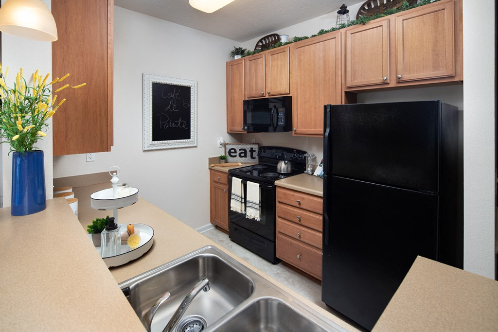 HHHunt Signature Kitchens with Maple Cabinets at Abberly Pointe Apartment Homes by HHHunt, Beaufort, South Carolina