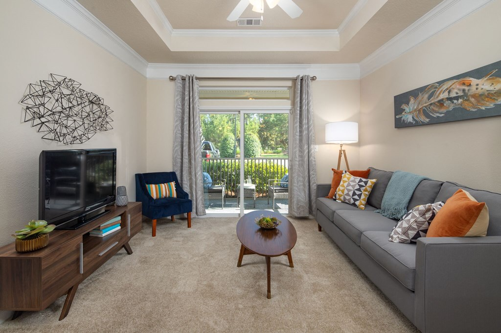 Spacious Living Room at Abberly Chase Apartment Homes by HHHunt, Ridgeland, SC