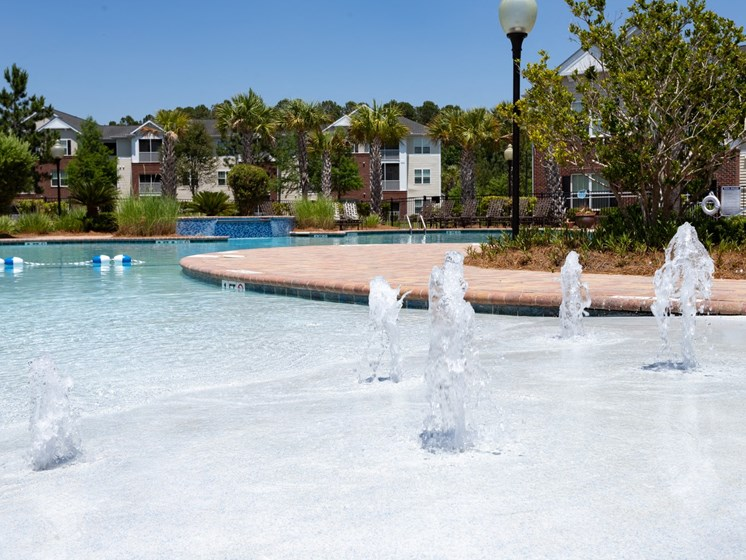 Swimming Pool And Fountain at Abberly Chase Apartment Homes by HHHunt, Ridgeland, 29936