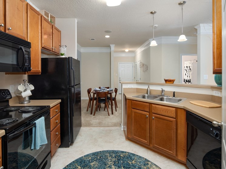 Efficient Appliances In Kitchen at Abberly Chase Apartment Homes by HHHunt, Ridgeland, SC