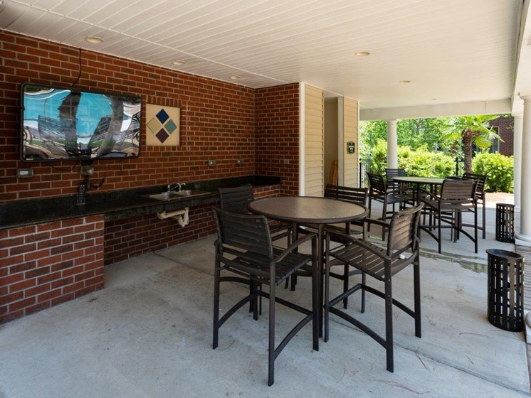 Shaded Outside Sitting Area at Abberly Village Apartment Homes, West Columbia, SC, 29169
