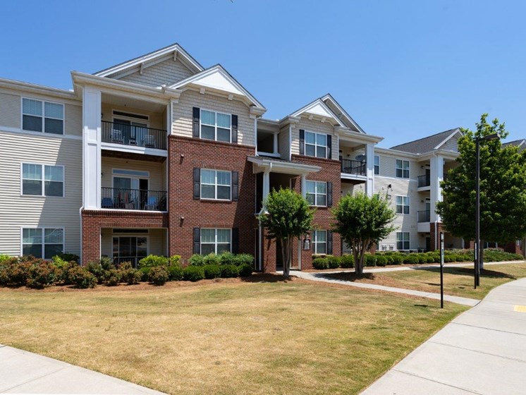 Lush Exterior View Of The Property at Abberly Village Apartment Homes, West Columbia