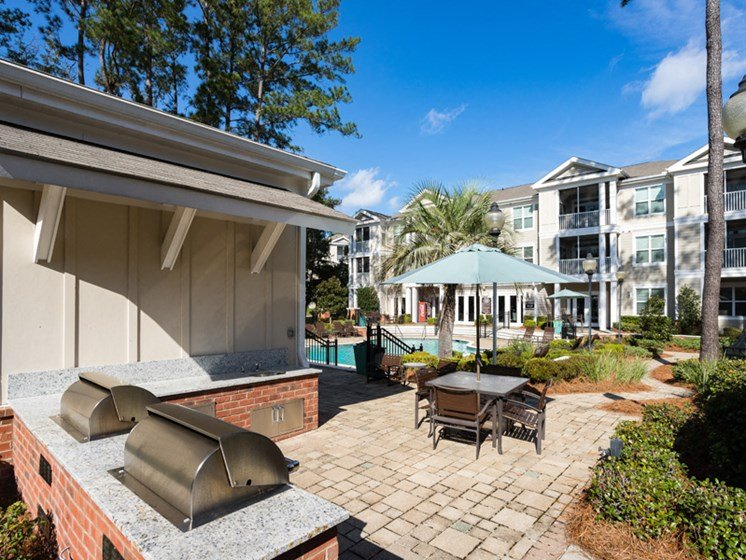 Outdoor Grilling at Abberly at West Ashley Apartment Homes by HHHunt, Charleston